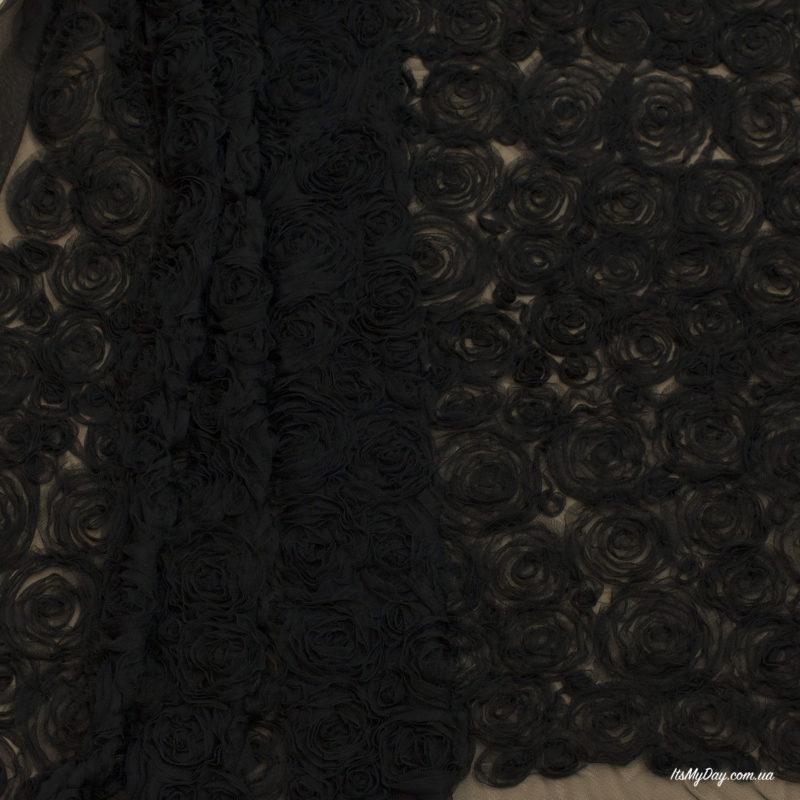 Объемные розы на сетке