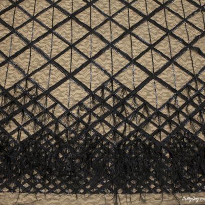 Перья на сетке