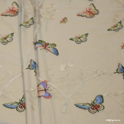 Вышивка на сетке бабочки